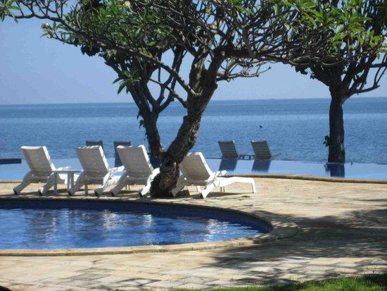 Aneka Bagus Pemuteran Resort & Spa: pool