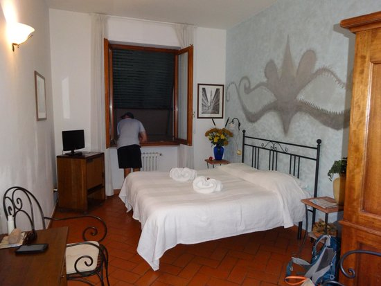 Antica Posta B&B: Our quaint room!