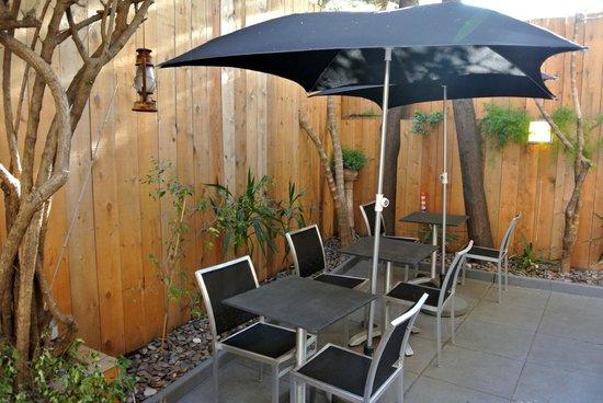 b11 Hotel: Le patio