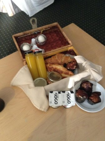 Hotel du Vieux-Quebec: our breakfast basket-lovely and delicious