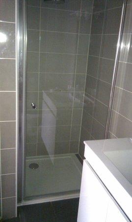 Hotel Jean Le Bon : salle de douche