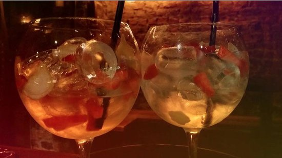 The Port House: Lemonpeel and strawberry vodka with pink lemonde