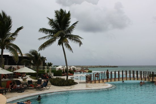 Now Jade Riviera Cancun : View from family pool
