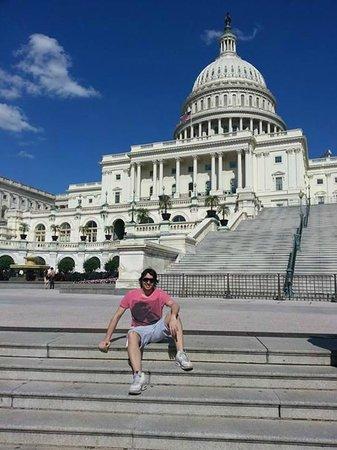 Capitol Hill: Con el capitolia atrás