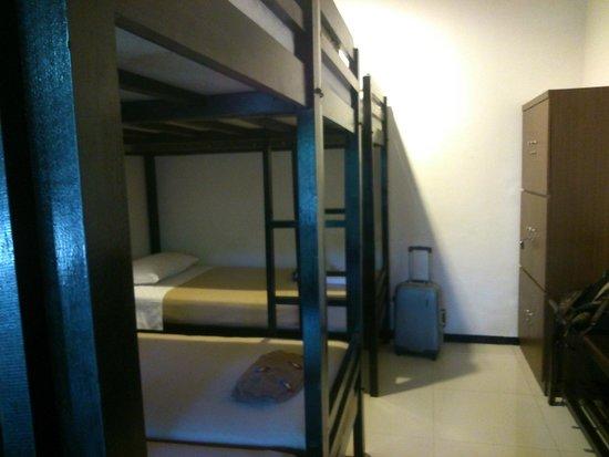 Krowi Inn: Dorm bed