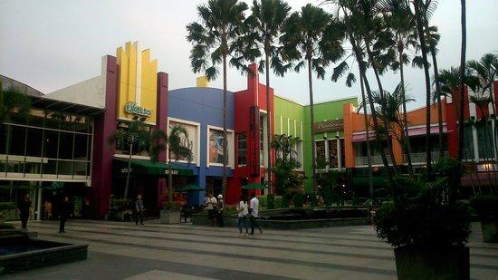 Krowi Inn: Shopping mall nearby
