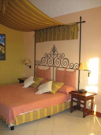 Hotel Colonial Cayo Coco : Comfy bed!