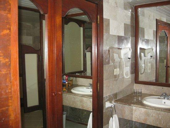 Hotel Colonial Cayo Coco : Super clean bathroom