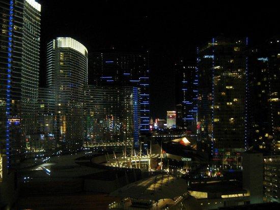 Monte Carlo Resort & Casino: Chambre 118-19iem étage. Vue de notre chambre la nuit