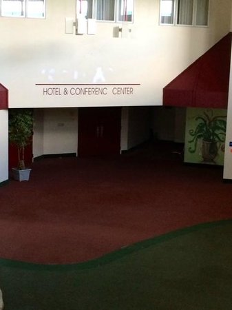 Kautilya Zanesville Hotel: The conference area, the bathrooms are to the right.