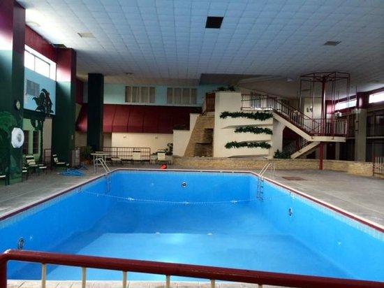 Kautilya Zanesville Hotel: The pool area