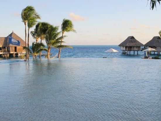 Conrad Bora Bora Nui : piscina infinita