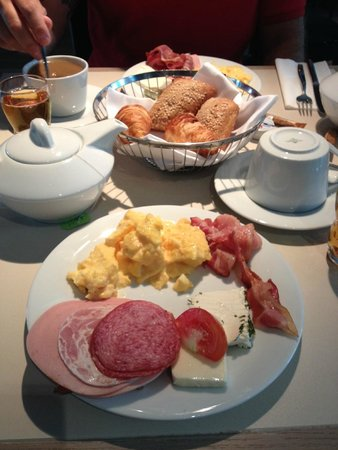 Hotel Indigo Berlin – Centre Alexanderplatz: Breakfast in the morning
