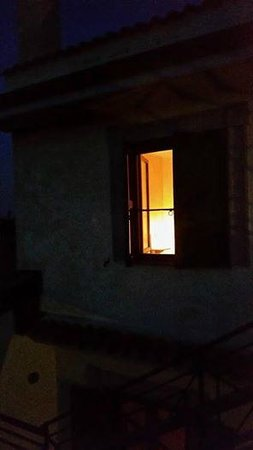 Agriturismo Casale di Gricciano : Light from our room on a beautiful evening