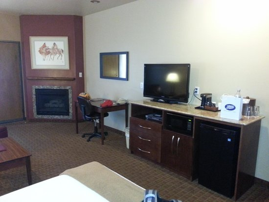 Sedona Real Inn and Suites: Real Double Queen Suite/cozy fireplace