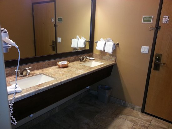 Sedona Real Inn and Suites: Real Double Queen Suite/great counter space