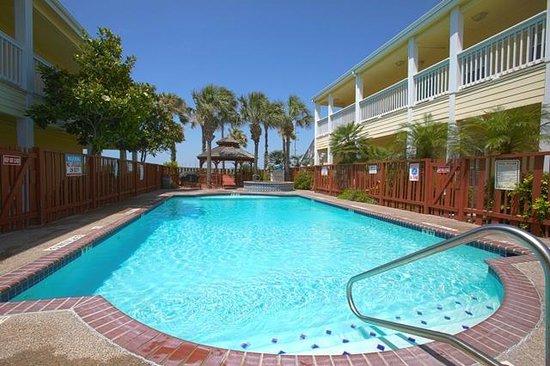 Plantation Suites: Pool area