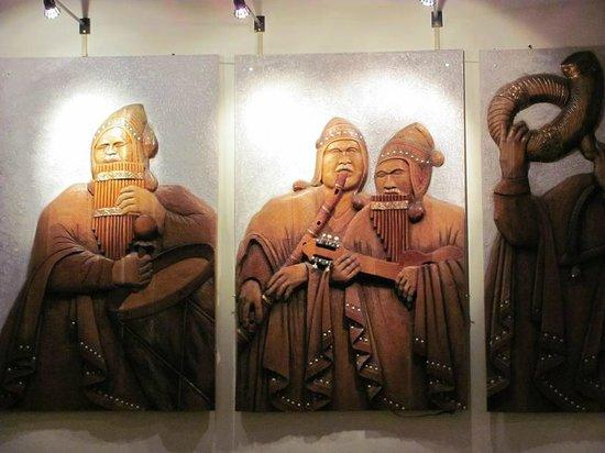 Patio del Ekeko : Triptico de cuadro tallado en madera