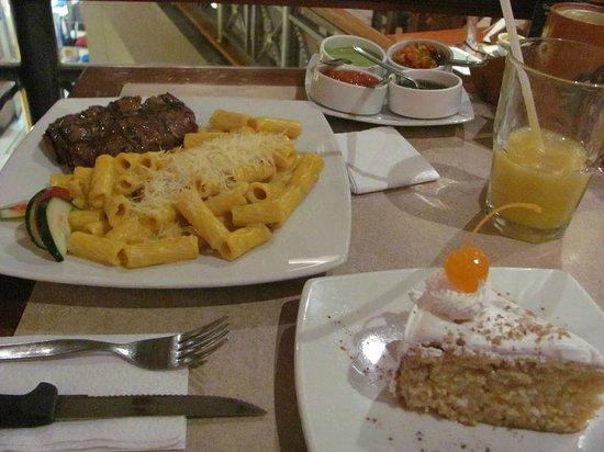 Patio del Ekeko : Cena con diferentes salsas El Ekeko