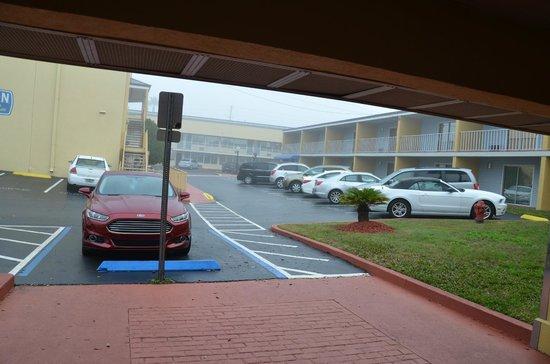 Celebration Suites: estacionamiento