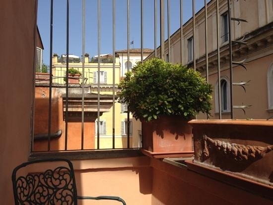 Albergo Santa Chiara: Charming little terrace!