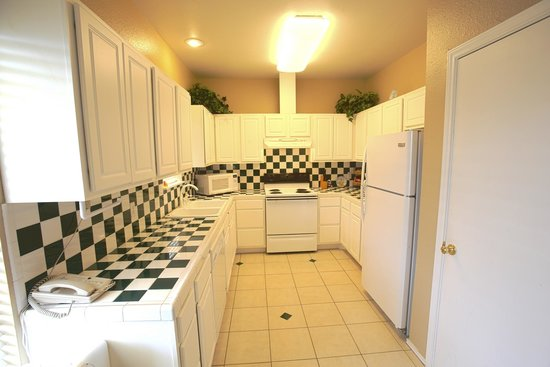 Plantation Suites: Condominium Kitchen