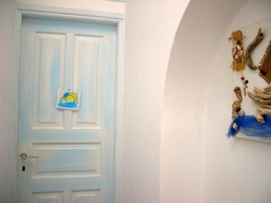 Pension Kymata: porta della camera