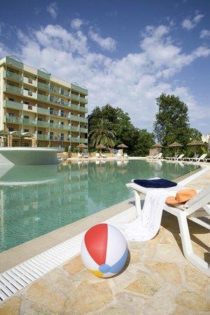 Ariti Grand Hotel: swimming pool view