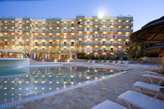 Ariti Grand Hotel: hotel view