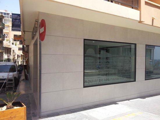 Don César Apartments: Entrance