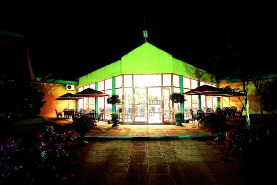 Crossroads Hotel: Outside entrance 2
