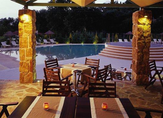 Ariti Grand Hotel: snack bar area