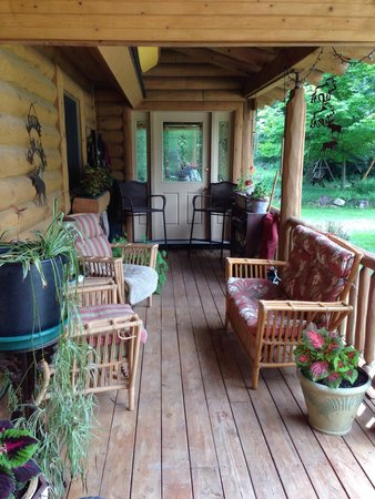 Silent Sport Lodge Bed and Breakfast : Silent sport lodge relaxing porch