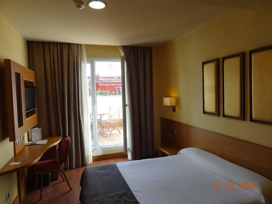 Hotel Sterling: habitación muy cómoda, limpia y silenciosa