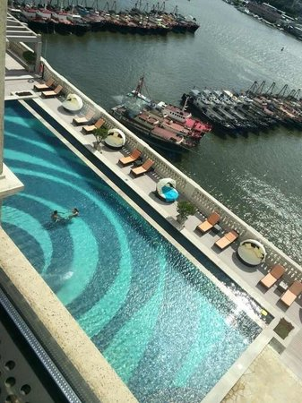 Sofitel Macau At Ponte 16: Swimming for Mansion