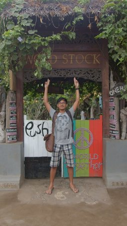 Wood Stock Home Stay: in front of the main gate