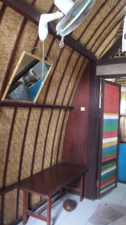 Wood Stock Home Stay: inside the bungalow