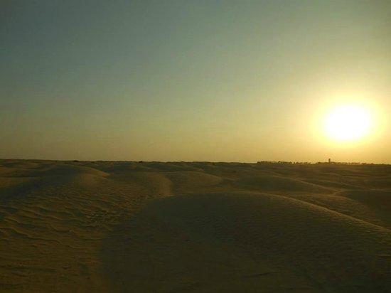 Sahara Desert: tramonto nel deserto
