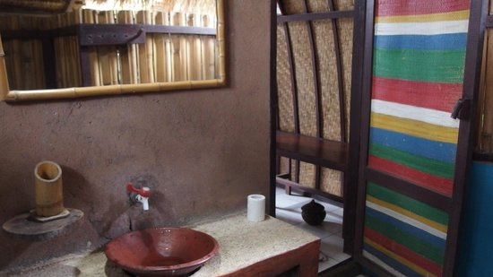Wood Stock Home Stay : inside the bathroom