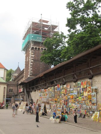 St. Florian's Gate (Brama Florianska) : Old city wall to the west of the gate