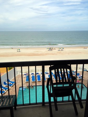 Tropical Winds Oceanfront Hotel: The view from my room!