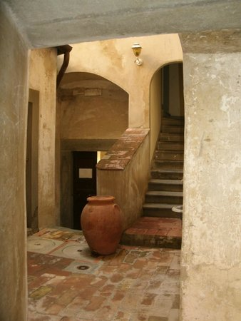 Castello di Montegufoni: One of the many passages and staircases
