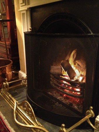 Cape Heritage Hotel: fireplace