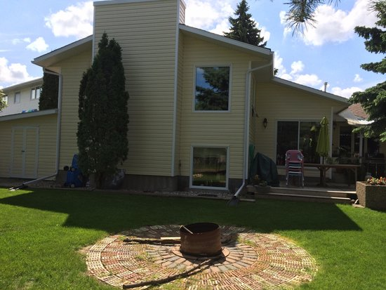 Glacier Park Bed and Breakfast: BackYard Fire Pit