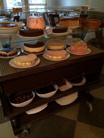 Hostellerie des Trois Pigeons : et le chariot de desserts...