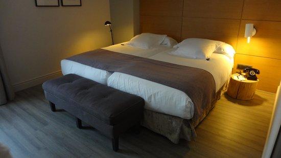 Hotel Barcelona Catedral : lits de la chambre.