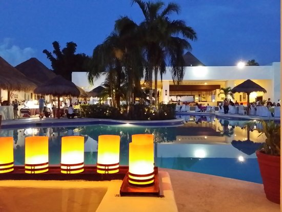 Sunscape Sabor Cozumel: Evening at the Seaside Grill
