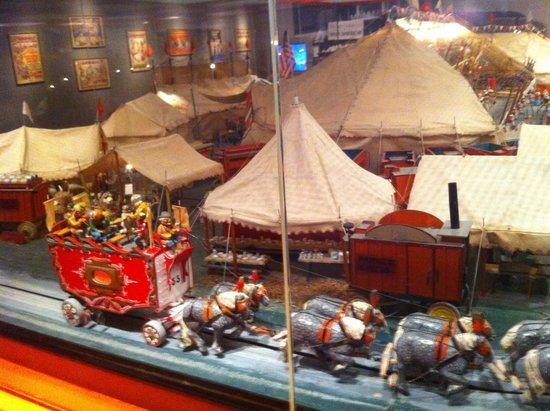 Pink Palace Museum: The miniature circus!