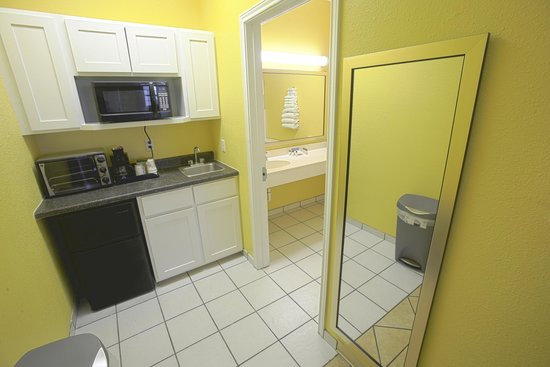 Plantation Suites: Fully Equipped Kitchenette