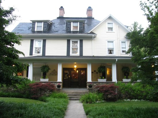 The Windover Inn Bed & Breakfast: Front of B&B